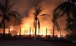 Cháy lớn 4 nhà hàng ở bãi biển, thiệt hại tiền tỷ