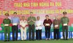 Bộ trưởng Bộ Công an Tô Lâm tặng quà các gia đình chính sách