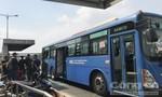 Kinh hoàng xe buýt ở Sài Gòn bị côn đồ tấn công như trong phim
