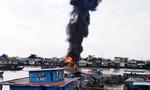 Cháy cơ sở dầu chai, 4 công nhân nhảy sông thoát thân