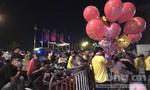 Khu trung tâm TPHCM đông nghẹt người đón mừng năm mới