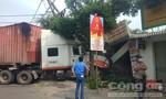 Hung thần container tông sập tiệm photocopy ở Sài Gòn