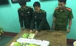 Khen thưởng người dân nhặt được 7kg ma túy dạt vào bờ biển
