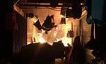 Cháy cửa hàng vàng mã trong chợ, nhiều người hoảng loạn