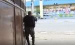 Clip cảnh sát Brazil 'đấu súng' với những kẻ buôn ma túy, 13 người chết
