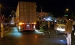 Xe container tông xe máy, 1 người chết, 2 người bị thương
