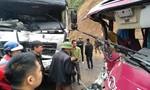 Xe khách tông trực diện xe tải, khách la thét kêu cứu