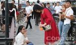 """Cả ngàn cặp đôi đến """"cầu tình yêu"""" ở Đà Nẵng ngày lễ tình nhân"""