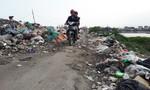 Sau Tết, đường đê biến thành bãi rác khổng lồ