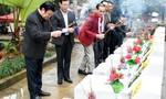 Nguyên Chủ tịch nước Trương Tấn Sang dâng hương các liệt sĩ tại Vị Xuyên
