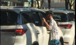 """Ngang nhiên lập chốt """"trấn tiền"""" ôtô trên đường ở Sài Gòn"""