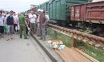 Đi bộ qua đường ray, bị tàu hoả tông tử vong tại chỗ