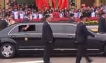 Clip ông Kim Jong Un mở cửa sổ vẫy chào người dân Việt Nam