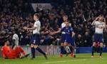 Hậu vệ Tottenham biếu không bàn thắng cho Chelsea
