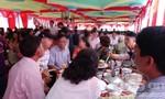 Chánh văn phòng huyện nghèo ở Lâm Đồng mở tiệc tân gia rình rang