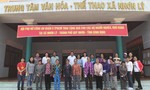 Hội Phụ nữ Công an quận 9 tặng quà cho người nghèo ở Bình Định