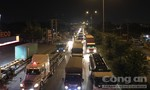 Tai nạn hy hữu trong đêm, ùn tắc nghiêm trọng ở vùng ven Sài Gòn