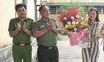 Tặng hoa cho nữ phạm nhân dịp  8-3