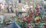 Nhộn nhịp thị trường hoa tươi ngày 8-3