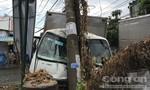 Xe tải mất thắng khi đổ dốc ở Sài Gòn, nhiều người thoát chết