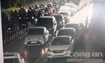 """Bốn ô tô """"dồn toa"""" trong đường hầm sông Sài Gòn"""