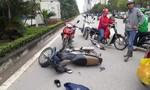 Phóng viên lao xe máy vào hai tên cướp giật IphoneX