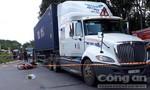 Chở trái mít cồng kềnh, người phụ nữ ngã vào gầm xe container tử vong