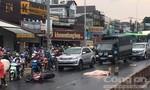 Xe tải tông xe máy trong cơn mưa lớn, 1 người chết