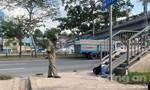 Thanh niên gục chết úp mặt dưới chân cầu bộ hành ở Sài Gòn