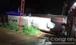 Vụ xe khách lật, 2 mẹ con tử vong: Hàng chục người đang cấp cứu