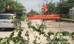 Dân căng băng rôn phản đối xe ben tung hoành trên đường Đinh Quang Ân
