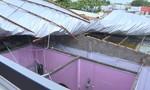 Mưa lớn kèm giông làm tốc mái hơn chục căn nhà ở Vĩnh Long