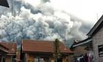 Clip ngọn núi lửa phun cột tro bụi cao 7 km ngay khu dân cư
