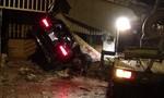 Xe Mercedes lao vào 3 căn nhà, 1 người chết, 2 người bị thương