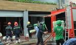 Cháy hai công ty ở Sài Gòn, lan sang nhà dân
