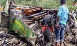 Xe buýt Ấn Độ lao xuống vực, ít nhất 44 người thiệt mạng