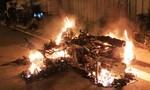 Thanh niên bị tạt xăng đốt cháy rực ở Sài Gòn sau vụ va quẹt xe