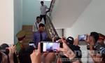 Nguyễn Hữu Linh bình thản rời tòa sau khi HĐXX trả hồ sơ điều tra bổ sung