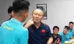 Cận cảnh HLV Park Hang-seo tổ chức sinh nhật sớm cho Hồng Duy