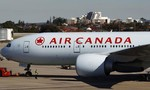 Máy bay của Canada hạ cánh khẩn cấp ở Hawaii, 35 người bị thương