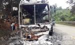 Xe khách chở 35 người cháy rụi trên đường Hồ Chí Minh