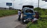 Xe tải chở bò tông một phụ nữ nguy kịch