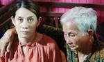 Mẹ già 82 tuổi ngất xỉu khi nhìn thấy chị Hon sau 22 năm mất tích