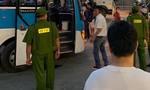 Xe khách bị cướp lúc dừng đón trả hành khách tại cây xăng