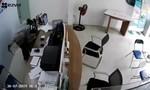 Bắt nghi can kề dao vào cổ nữ nhân viên cướp bất thành ở Sài Gòn
