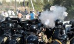 Chính trường Kyrgyzstan hỗn loạn sau vụ bắt giữ cựu tổng thống Atambayev