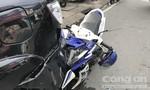 Xe máy găm đuôi ô tô của người nước ngoài, thanh niên nguy kịch