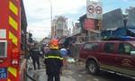Tiệm sửa xe trong chợ ở Sài Gòn cháy lớn