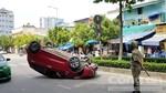 Taxi phơi bụng trên đường phố Sài Gòn, nữ hành khách nguy kịch