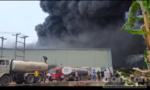 Hơn 5 giờ khống chế vụ cháy kho hàng, thiệt hại 20 tỷ đồng